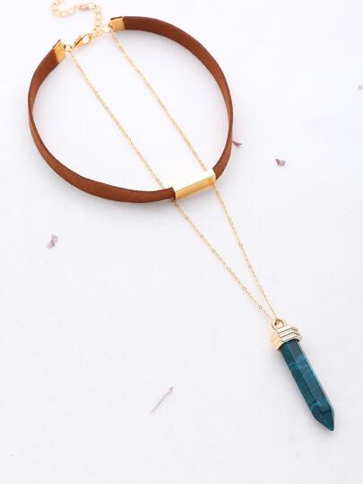 Collana contrasto con pendente e dettaglio di metallo