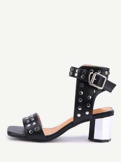 Sandales à talons à talons à talons cloutés