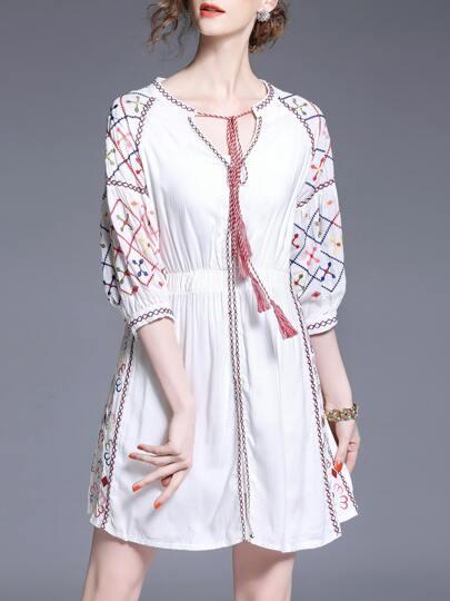 Vestido bordado de cintura elástica de cuello con cordón