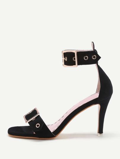 Sandales avec deux agrafes de courroie