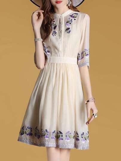 A-Linie Kleid mit Blumenstickereien und Falten