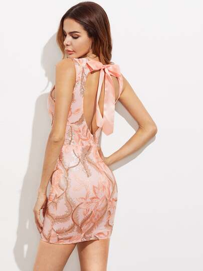 Vestido entallado con bordado