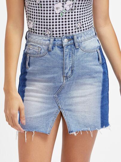 Контрастная джинсовая юбка с V-образным вырезом