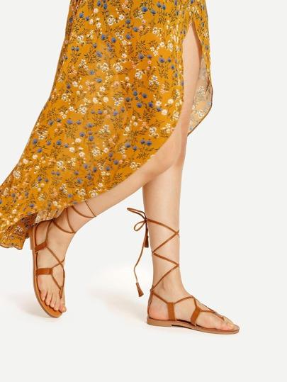 Sandales à fond plat croisé à lacets