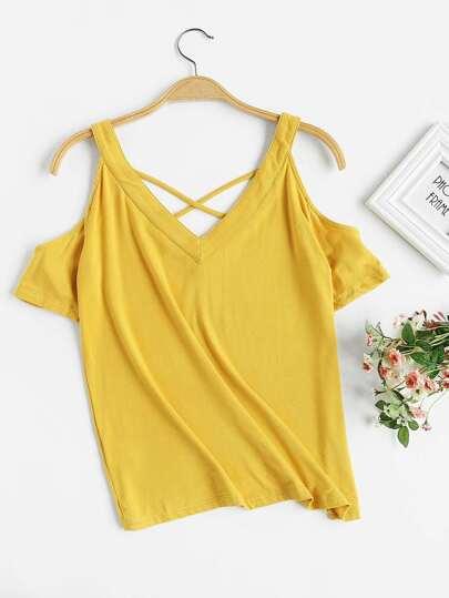 Tee-shirt col en V croisé avec des plis