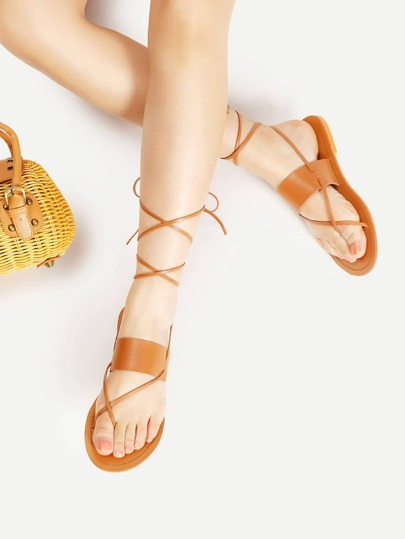 Sandalias planas con tira en el dedo