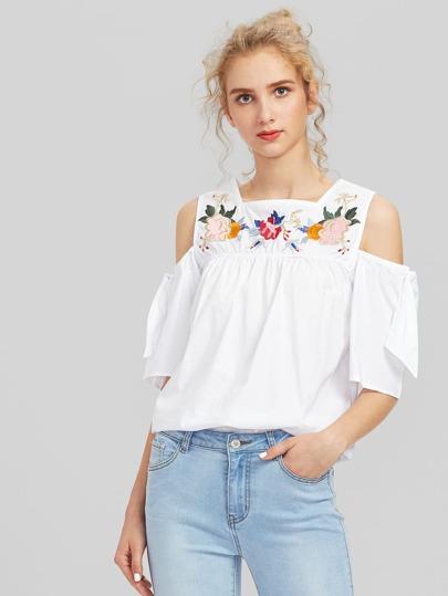 Модная блуза с цветочной вышивкой и открытыми плечами