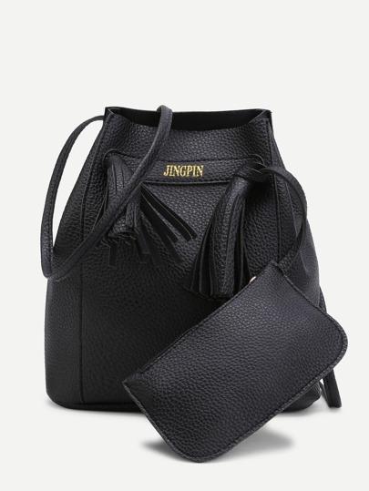 Bolso de hombro con detalle de borlas con bolsillo
