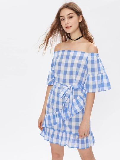 Модное клетчатое платье с поясом и открытыми плечами