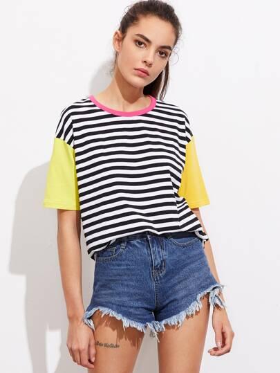 T-shirt a strisce con maniche a contrasto