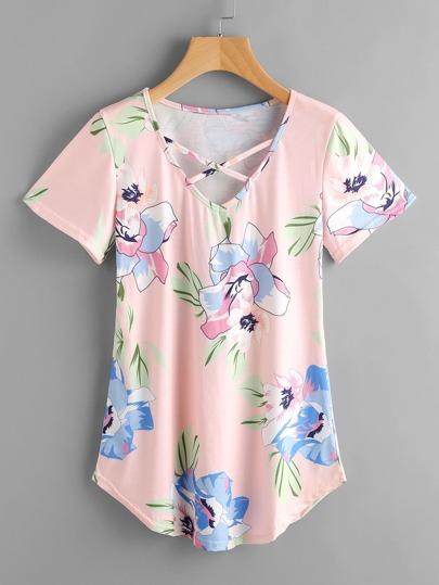 Camiseta con estampado floral y bajo redondeado