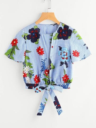Blusa de rayas con estampado y cordón en la parte delantera