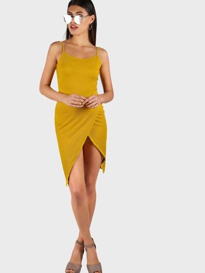 Модное платье на бретельках
