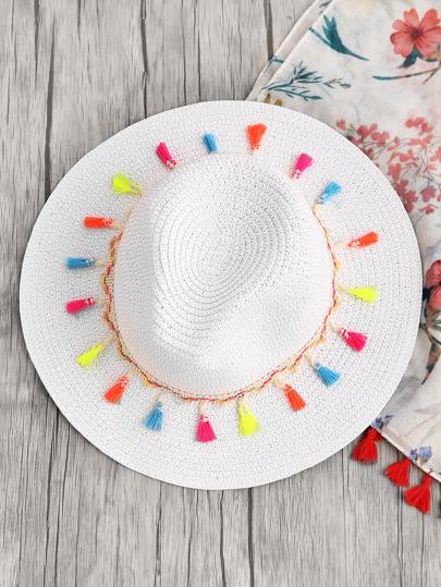 Модная соломенная шляпа с бахромой