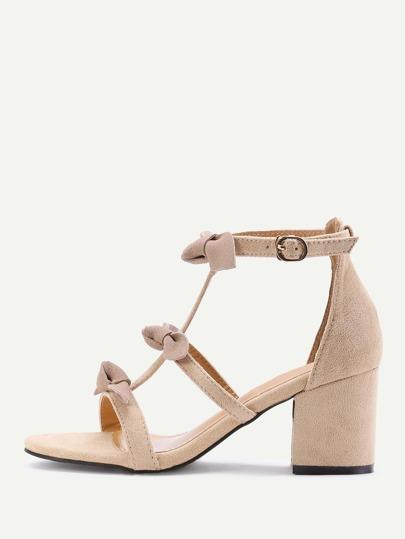 Sandales à talon noir avec des nœud papillon
