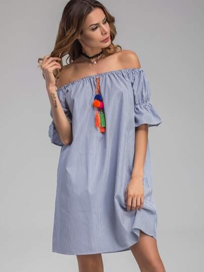 Kleid mit Streifen und Pompons