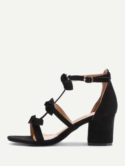 Sandalias de tacón cuadrado con lazo