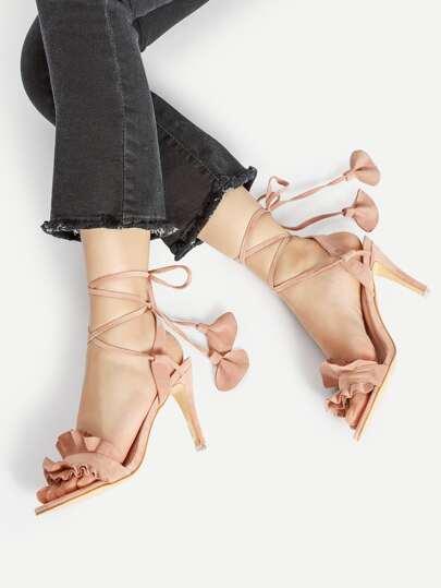 Sandales à talons à volant avec lacets croisés