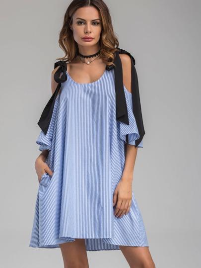 Vestito a strisce verticale con spalle scoperte ,con laccetti a contrasto