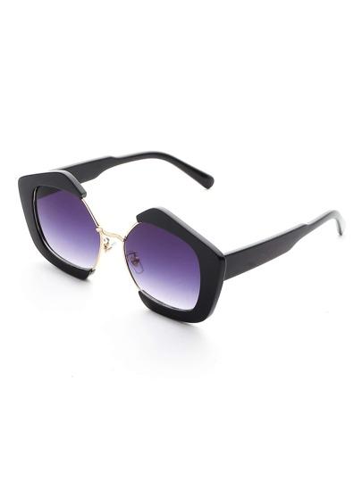 Sonnenbrille mit kontrastierenem Rahmen