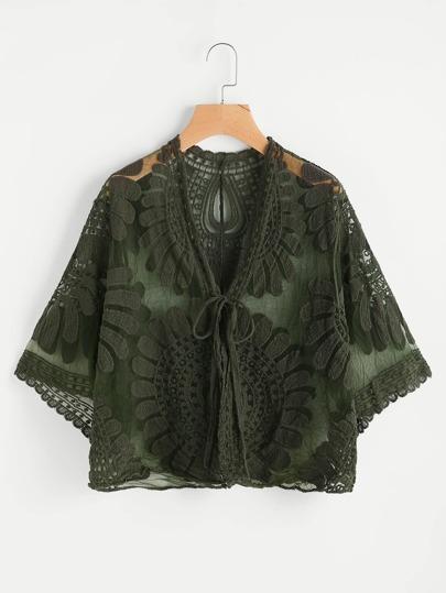 Kimono brodé en tulle avec un nœud