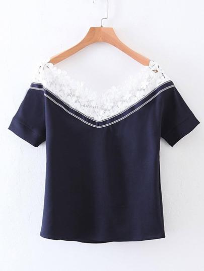 Camiseta con escote barco de encaje en contraste
