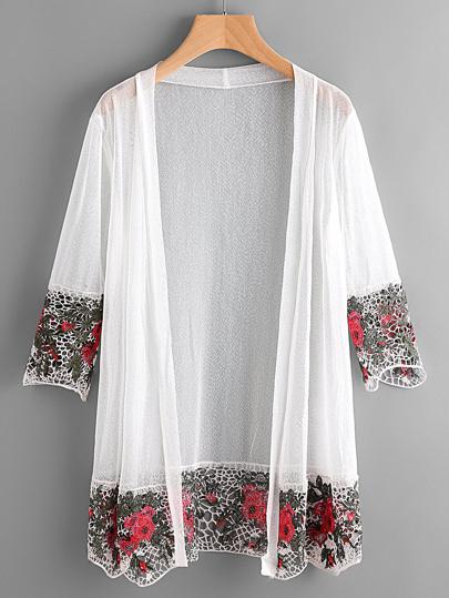 Kimono con ribete de croché hueco