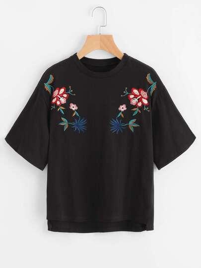 T-shirt asimmetrico con ricamo
