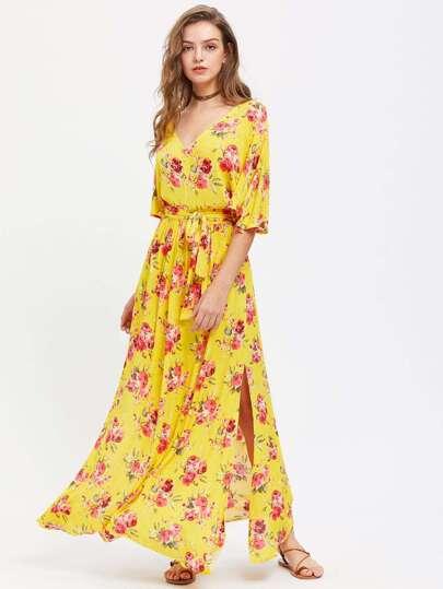 Модное платье с поясом и V-образным вырезом