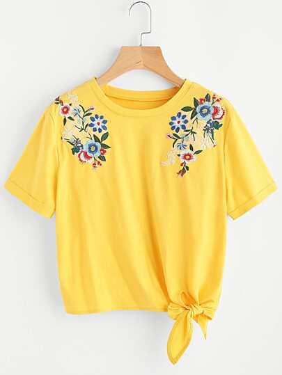 T-shirt con applique di fiore ricamato
