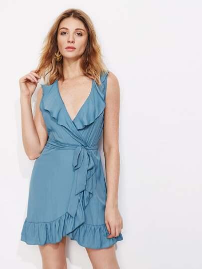 Модное платье с запахом и оборкой