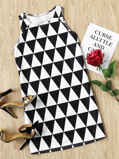 Контрастное модное платье с принтом