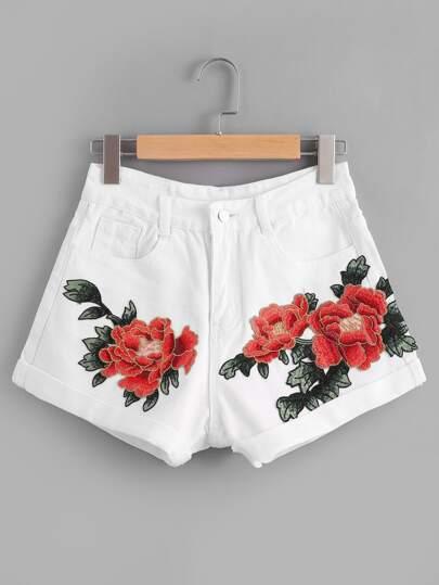 Shorts en denim avec des appliques