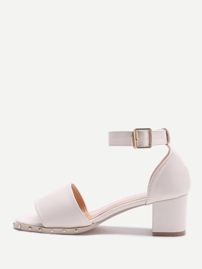 Chaussures à talons hauts pierre détail