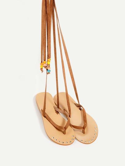 Sandali con laccetti a incrocio