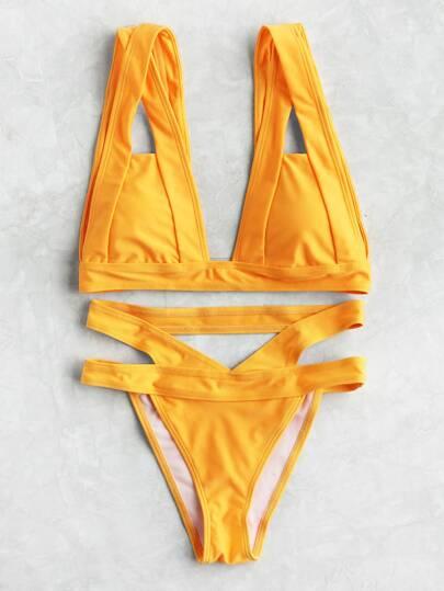 Ensemble de bikini triangle découpé