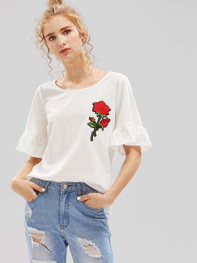 Tee-shirt manche papillon brodé avec des pièces des roses