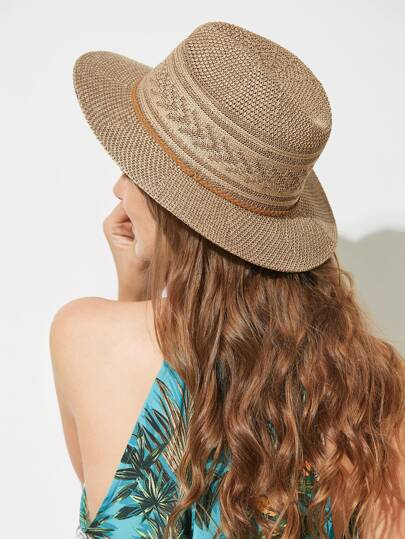 Sombrero de paja en tejido
