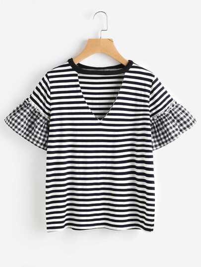 T-shirt a strisce con scollo a v