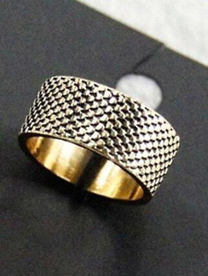 Retro Gold Scales Ring