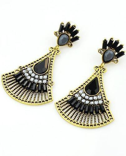 Black Fan-Shaped Gemstone Gold Earrings
