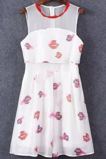 robe en mousseline sans manche imprimé lèvres -blanc