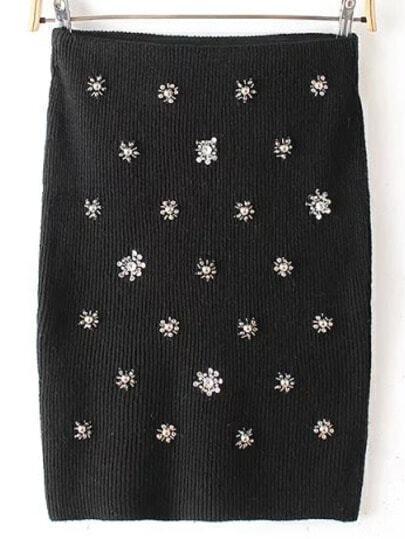 Чёрная облегающая юбка, украшенная стразами