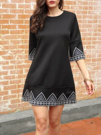 Black Round Neck Embroidered Loose Dress pictures
