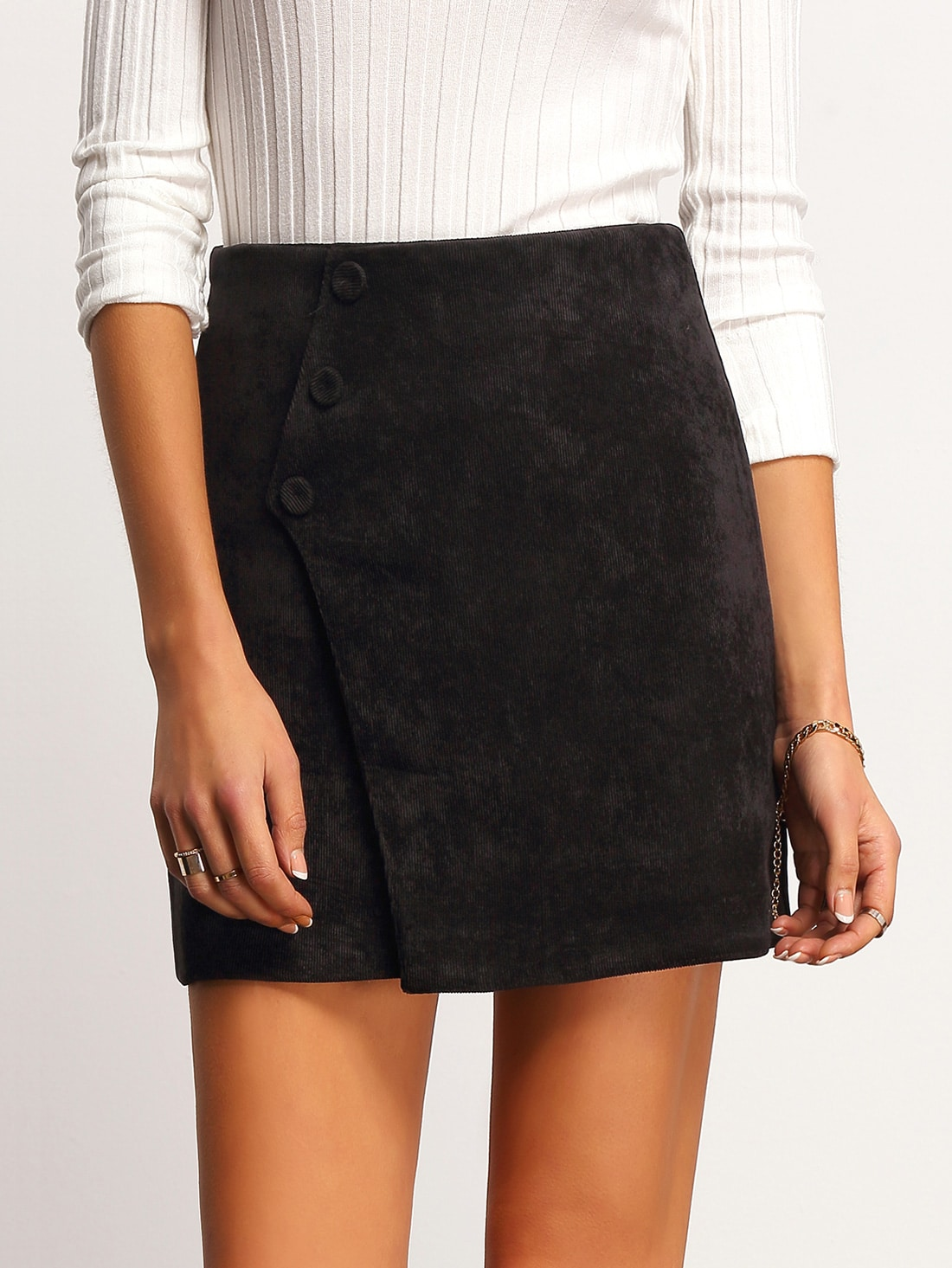 Our A-line skirt joins the corduroy family. Mix up your standard denim with this skirt and pair with a classic white tee for a beautiful update to your on-the-go uniform. 32