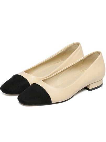 Flache Schuhe mit Kontrastfarben - beige