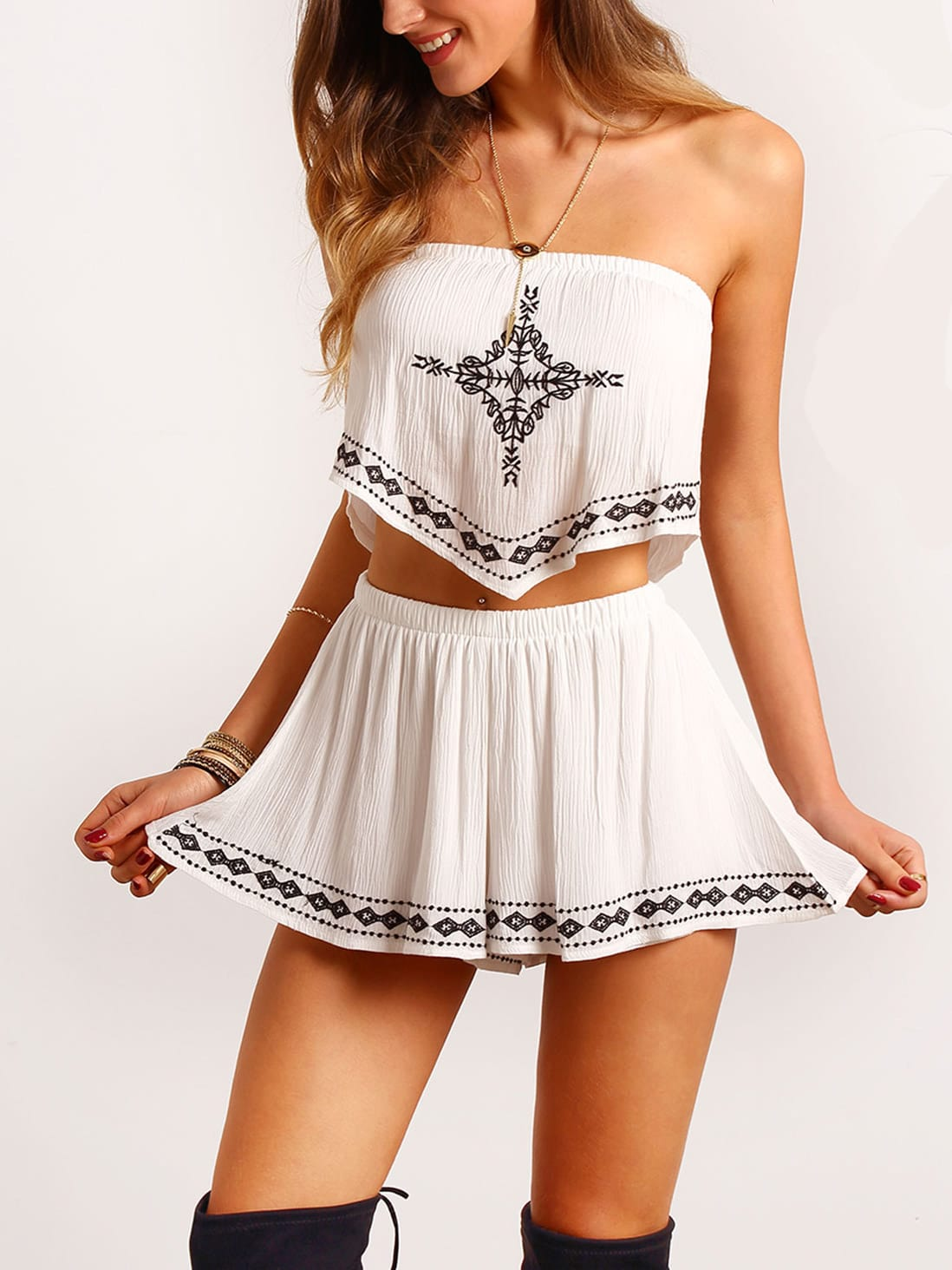 Фото Strapless Embroidered Ruched Top With Shorts. Купить с доставкой