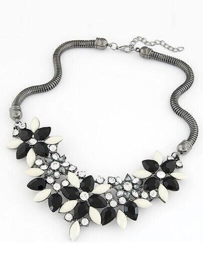 Black Gemstone Flower Shaped Necklace