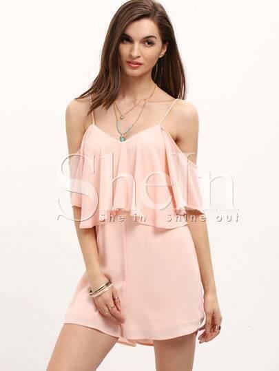 Розовый модный комбинезон с воланами и открытыми плечами