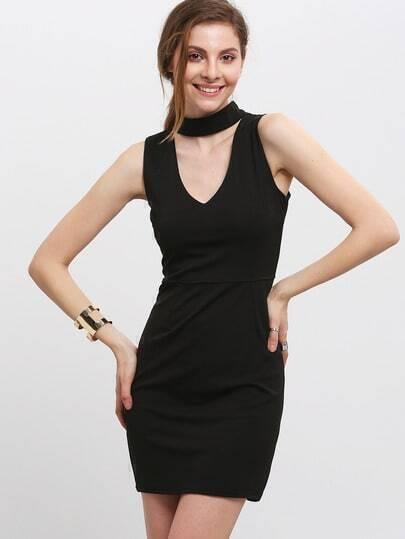 Чёрное стильное платье-американка с глубоким вырезом